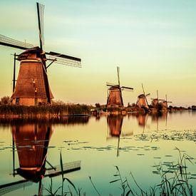 Windmills in Kinderdijk / Netherlands sur Pierre Wolter