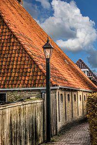 Steegje in het Friese stadje Hindeloopen aan het IJsselmeer