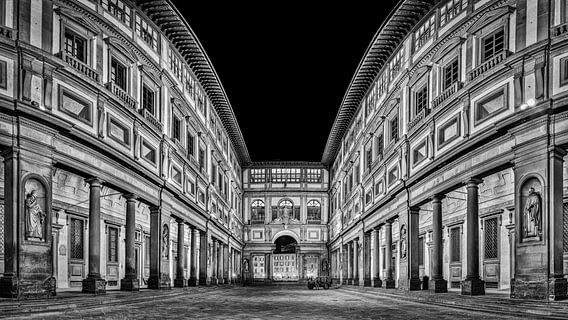 Uffizi gallery Florence at night in Black and White I van Teun Ruijters