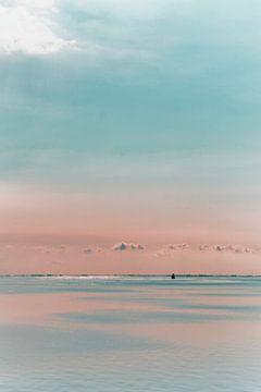 ijsselmeer met 1 bootje van Cor Woudstra