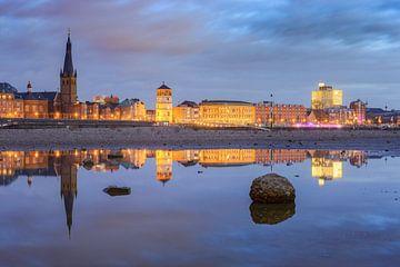 Vue panoramique en direction de la vieille ville de Düsseldorf sur Michael Valjak
