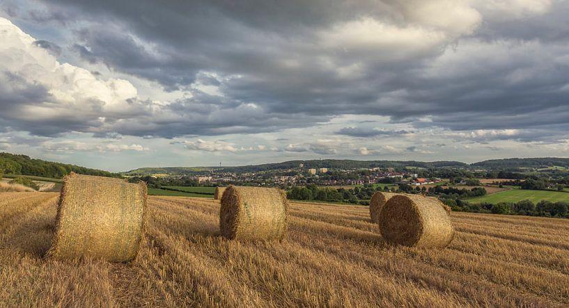 Zomeravond op de heuvels rond Vaals in Zuid-Limburg van John Kreukniet