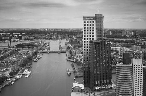 rotterdam skyline vanaf de Rotterdam von Ilya Korzelius