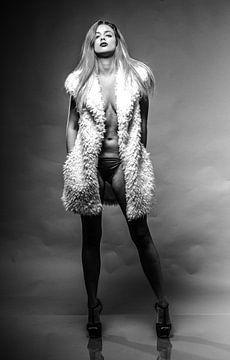 Sexy Mädchen, Mode-Modell im Pelzmantel
