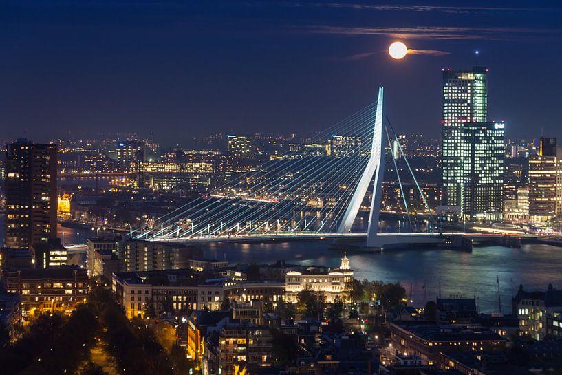 Full moon over Rotterdam van Ilya Korzelius