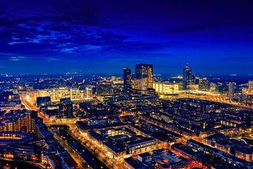 skyline van Den Haag bij avond van
