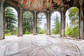 Panthéon abandonné en décadence. sur Roman Robroek