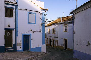Straat in Arraiolos, Alentejo van Michiel Dros