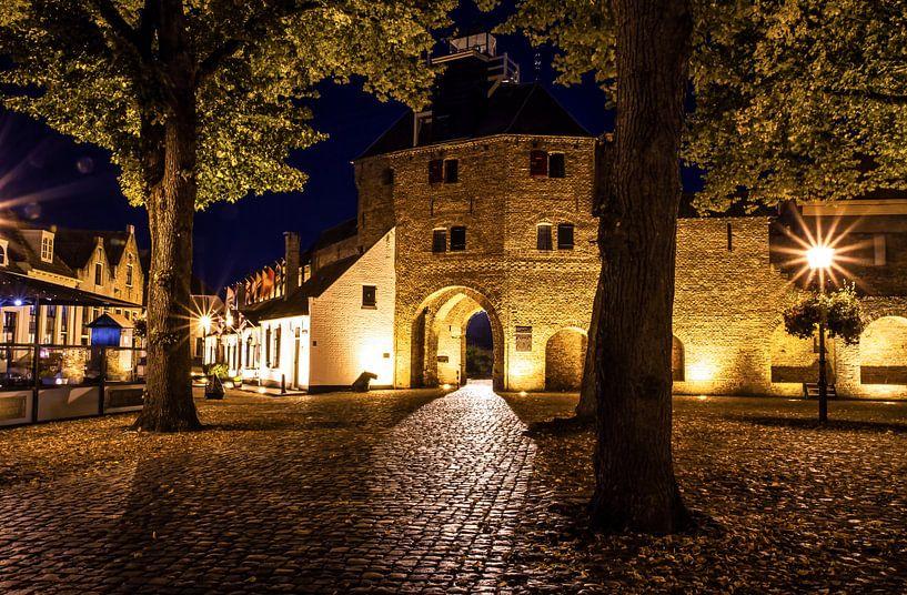 De Vischpoort in Harderwijk. 30 sec. belicht. / The Vischpoort in Harderwijk, Holland. Exposed 30 se van Justin Sinner Pictures ( Fotograaf op Texel)