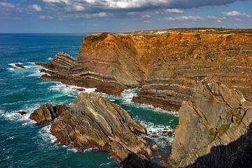 Kliffen bij Capo Sardao van Jürgen Wiesler