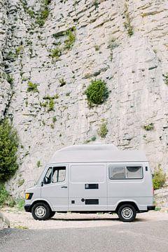 Mercedes oldtimer | Roadtrip Frankrijk in de bergen | Vanlife reisfotografie wall art van Milou van Ham