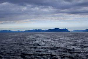Noors  landschap grijs blauw van