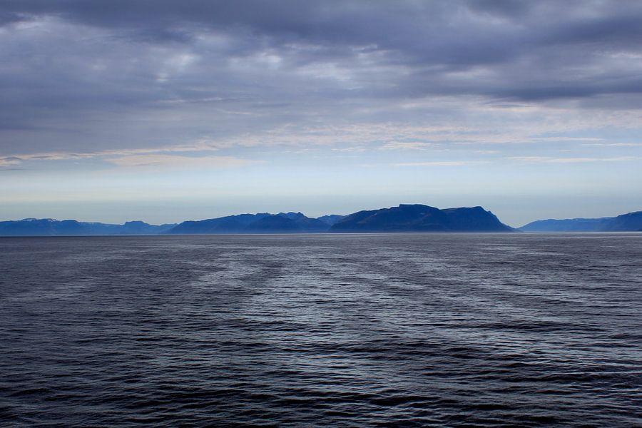 Noors  landschap grijs blauw van Mirjam de Jonge