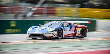 La voiture de course Ford GT Chip Ganassi Racing roule vite à Spa Francorchamps sur Sjoerd van der Wal