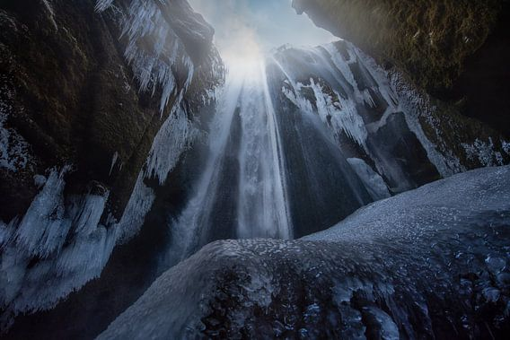 Crystal fall