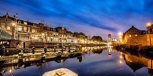 Stadsgracht Leeuwarden bij avondlicht