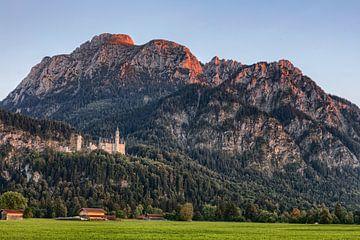 Alpine gloed bij kasteel Neuschwanstein van Uwe Ulrich Grün