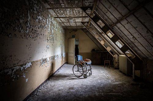 Rolstoel in psychiatrische instelling van