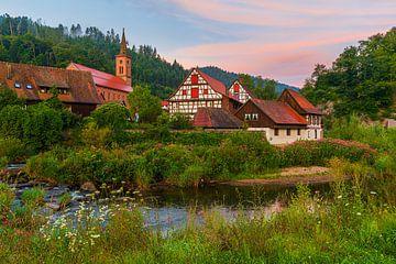 Vakwerkhuizen in Schiltach tijdens zonsopkomst
