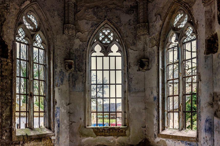 Een oude kapel in een verlaten gebouw in Belgie