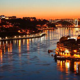Blick auf Ponte da Arrabida und Altstadtviertel Ribeira bei Abendd�mmerung, Porto, Distrikt Porto, P von Torsten Krüger