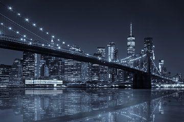 Réflexion sur le pont de Brooklyn avec Skyline de Manhattan