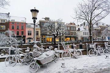 Winterwonderland op de Oudegracht in Utrecht. van Margreet van Beusichem