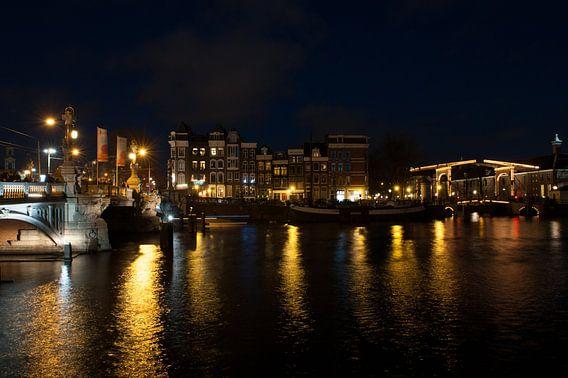 Amsterdam at night van Brian Morgan