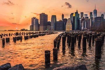 Sonnenuntergang im Brooklyn Bridge Park von Menko van der Leij
