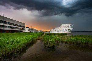 Dreigend onweer boven Huizen van