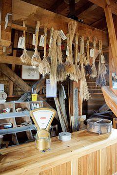 Oude toonbank  met graan soorten van Rene du Chatenier