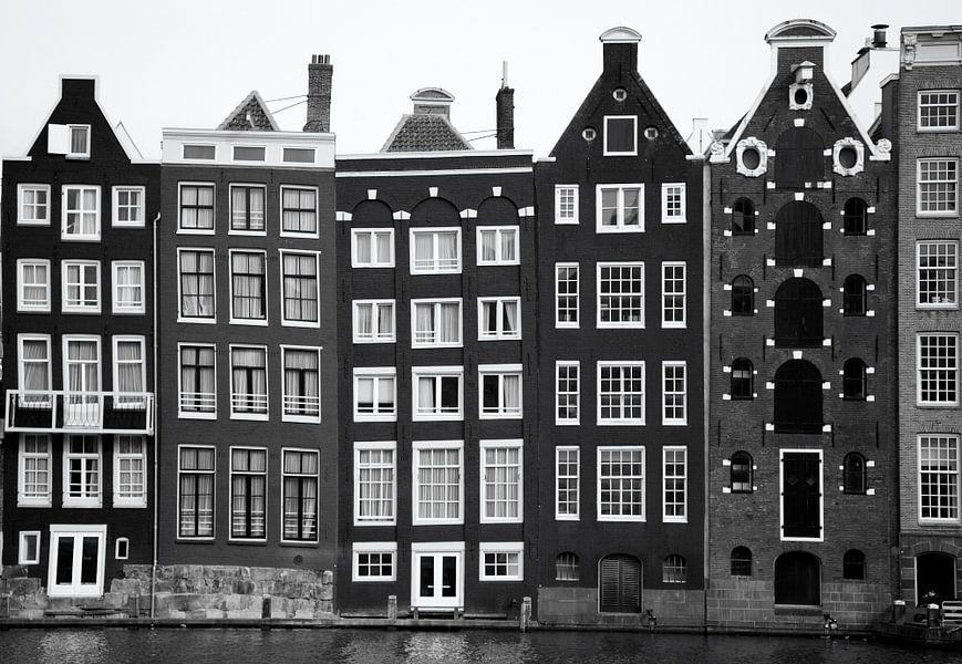 Typisch Hollandse pakhuizen langs de grachten van Amsterdam van Hollandse Hoogte