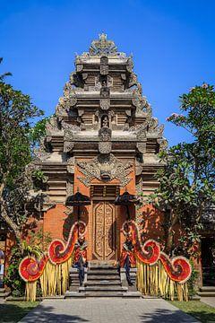 Der königliche Palast, sehr schön dekoriert für eine besondere Zeremonie. Puri Saren Agung Ubud-Pala von Jeroen Langeveld, MrLangeveldPhoto