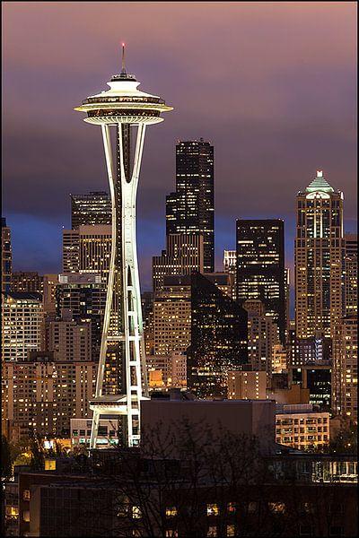 Seattle by Night van Pictur eyes