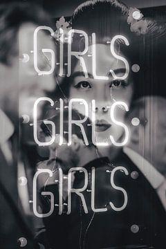 Girls, Japanisches Foto einer Frau im Spiegel von Natasja Tollenaar