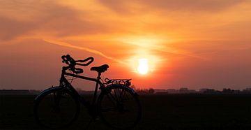 Fiets bij Zonsondergang van Petro Luft
