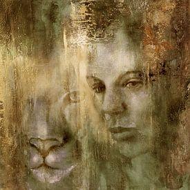 Samen: Een vrouw en een leeuw in het gouden licht van Annette Schmucker