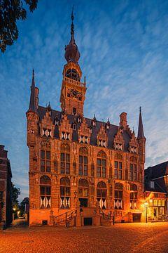 Blauwe uur bij het stadhuis van Veere, Zeeland van Henk Meijer Photography