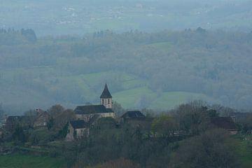 Kerktoren. Lostanges, la Corrèze, Frankrijk. von Berend Doornenbal