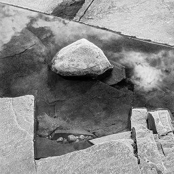 Abstract in zwart wit van Ko Hoogesteger