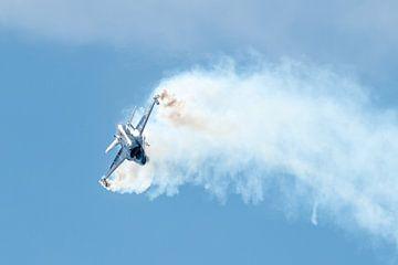 Solo F-16 Fighting Falcon van de Belgische Luchtmacht van Wim Stolwerk