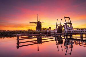 Zonsondergang bij molens in Kinderdijk van