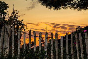 Sonnenuntergang mit Zaun von Alexander Wolff