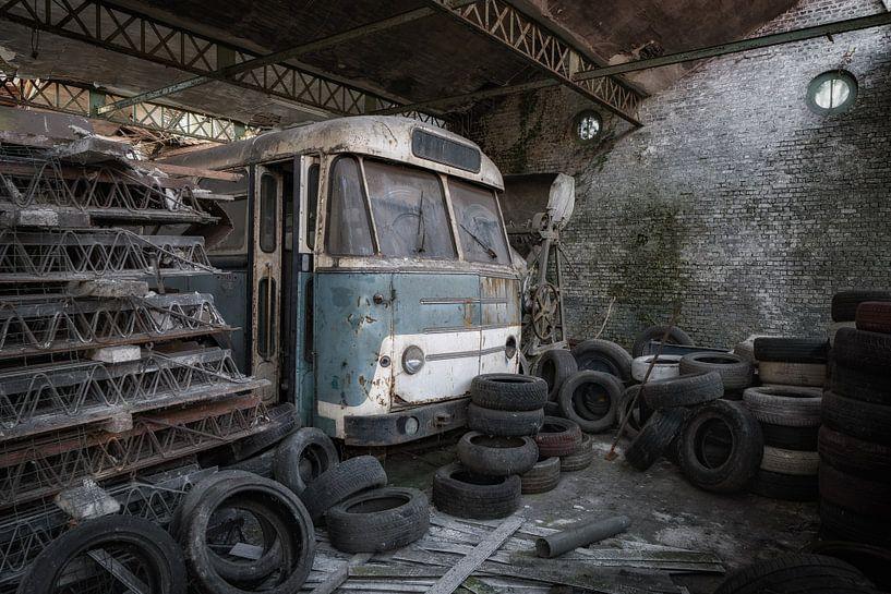Dieser alte Bus wartet auf seinen Besitzer von Steven Dijkshoorn