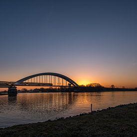 Spoorbrug bij zonsopkomst van Moetwil en van Dijk - Fotografie
