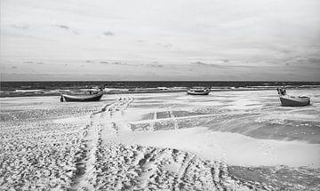 Maanlandschap op het strand - winterse sprookjes in Polen van Jakob Baranowski - Off World Jack