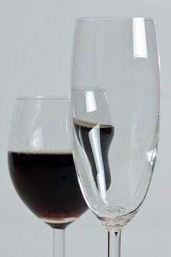 Dronken wijnglas van Jos Verhoeven