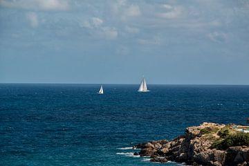 Sailing ship near Cala Llenya van Alexander Wolff