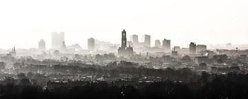 De Domtoren waakt over Utrecht (zonder bouwkranen) van Renzo Gerritsen