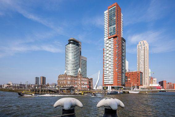 De Kop van Zuid in Rotterdam met de Watertaxi op de Maas
